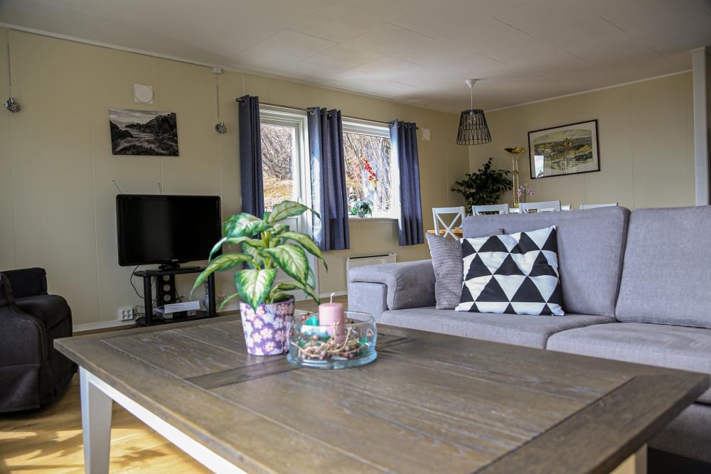 Spisebord / stue i Per Arne huset, feriehus i Nordreisa / Lyngen